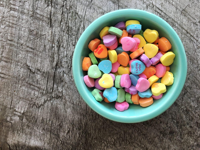 Bakje met suikerhartjes: social media advies Pauli Communications