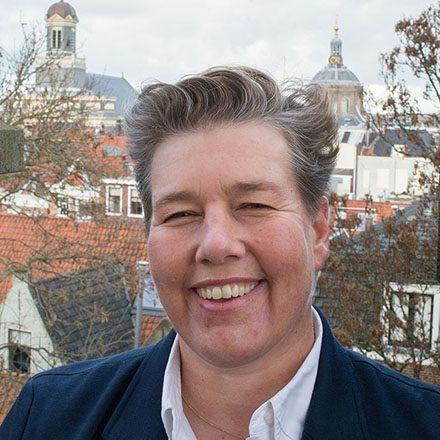Lachende vrouw: testimonial Douce van Beukering voor Pauli Communications
